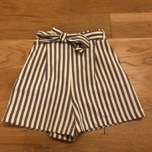 Pull & Bear Paperbag Shorts